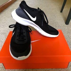 Nike • black sneakers